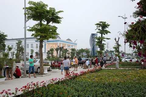 Khách nghỉ dưỡng, tham quan tại khu nghỉ dưỡng FLC Sầm Sơn