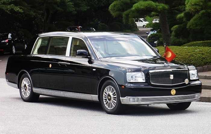Toyota Century Royal được Hoàng đế Nhật Bản lựa chọn và chi ra hơn 500.000 USD để sở hữu