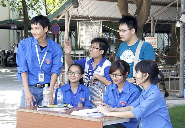 Đoàn Thanh niên - Hội Sinh viên ĐHQGHN thành lập các đội hình Tiếp sức mùa thi tại các điểm thi của ĐHQGHN với gần 1.000 tình nguyện viên tham gia, phối hợp với Đoàn Thanh niên - Hội Sinh viên các đơn vị ĐHQGHN đặt điểm thi để thống nhất công tác hỗ trợ tuyển sinh