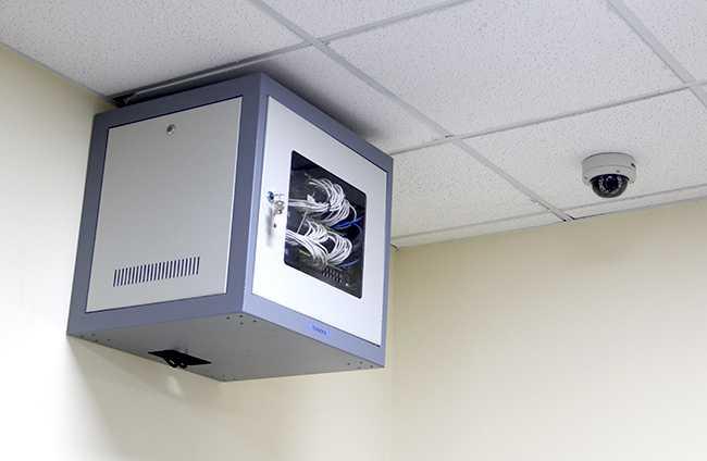 Tủ mạng, camera giám sát và hệ thống điều hòa sẵn sàng phục vụ kỳ thi