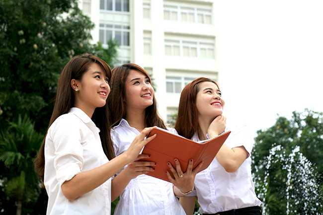 Năm nay, ĐHQGHN sẽ tổ chức làm bài thi ĐGNL Ngoại ngữ trên máy tính cho cả 6 thứ tiếng (Anh, Đức, Nga, Nhật, Pháp, Trung). Đề gồm 80 câu hỏi trắc nghiệm. Thời gian làm bài là 90 phút. Kết quả bài thi ngoại ngữ chỉ có giá trị ngay trong năm dự thi để xét tuyển vào Trường ĐH Ngoại ngữ thuộc ĐHQGHN và vào các trường đại học, cao đẳng không thuộc ĐHQGHN có công bố sử dụng kết quả bài thi ngoại ngữ để xét tuyển