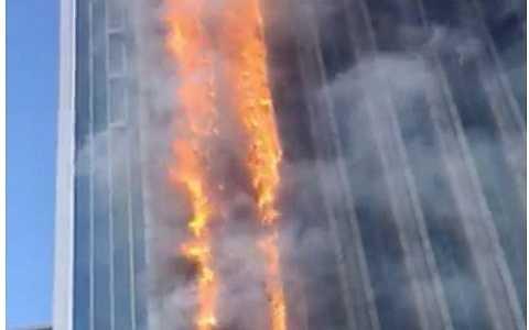 Vụ hỏa hoạn xảy ra giữa trung tâm thành phố Nam Kinh, tỉnh Giang Tô, Trung Quốc.