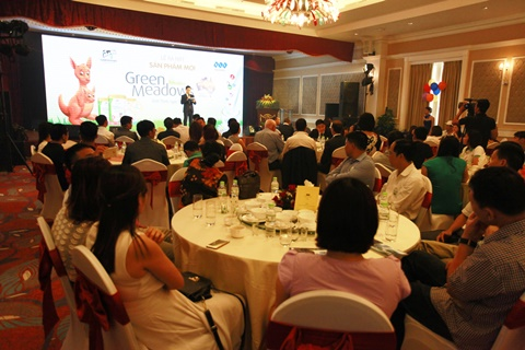 Đông đảo các nhà phân phối và bán lẻ tại Việt Nam đã tham dự lễ ra mắt sản phẩm sữa Green Meadow