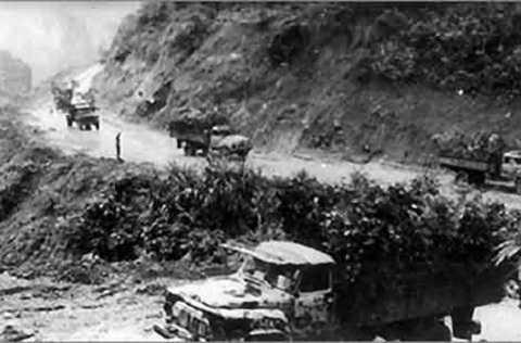 Đường Trường Sơn với những đoàn xe vận tải đổ về Nam 1975
