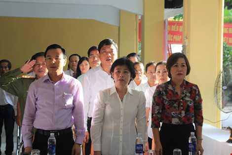 Ông Nguyễn Xuân Anh, Bí thư Thành uỷ Đà Nẵng là người ứng cử ĐBHĐND TP Đà Nẵng nhiệm kỳ 2016-2021 tại khu vực bỏ phiếu số 2, phường Hải Châu 1, quận Hải Châu. Ảnh: LÊ PHI