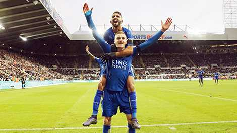 Vardy và Mahrez tạo nên một cặp song sát đáng sợ cho Leicester