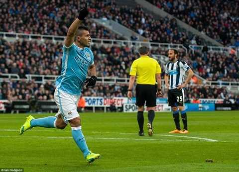 Aguero ăn mừng bàn mở tỷ số vào lưới Newcastle