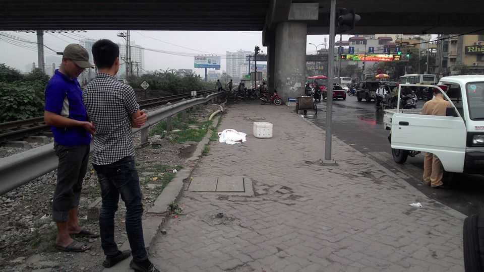 Quý độc giả biết thông tin liên quan đến người bị nạn vui lòng liên hệ với đồng chí Nguyễn Thế Đạt - Đội Cảnh sát hình sự quận Hoàng Mai theo SĐT: 0988532233 để phục vụ công tác điều tra.