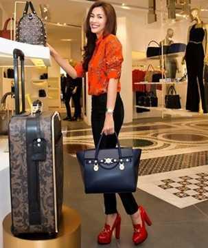 Bộ sưu tập túi xách hàng hiệu đắt đỏ của Hà Tăng gồm nhiều thương hiệu nổi tiếng thế giới như Chanel, Dior, Versace...