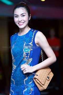 Cô cũng sở hữu túi Chanel màu be giá khoảng 100 triệu đồng.
