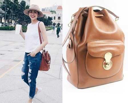 Cô xuống phố với túi xách từ thương hiệu thời trang Ralph Lauren, có tên là Ricky Drawstring. Giá của chiếc túi khoảng 50 triệu đồng.
