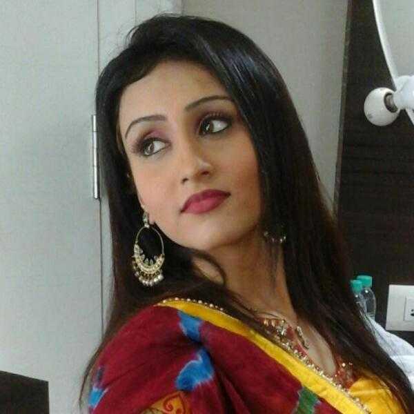 Saloni Sharma bị triệu tập trưa 9/4