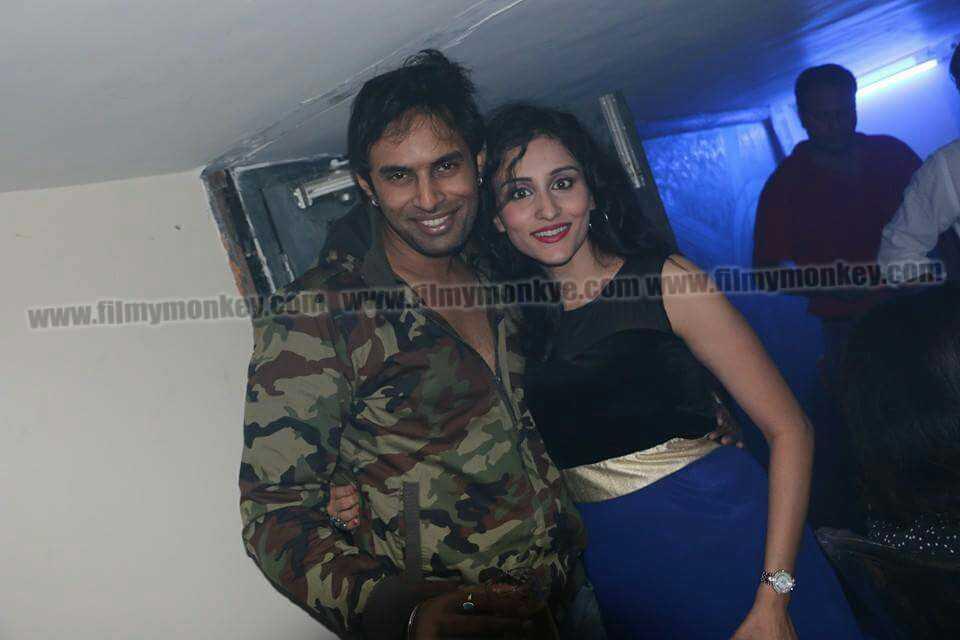 Rahul Raj Singh và Saloni Sharma được cho là vẫn qua lại khi Rahul công khai yêu Pratyusha