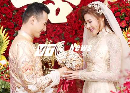 Sau khi được sự đồng ý của gia đình, tân lang tân nương làm lễ giao tiên. Lương Thế Thành trao hoa cho cô dâu, tự tay đeo quà cưới nhà trai tặng cho Thúy Diễm