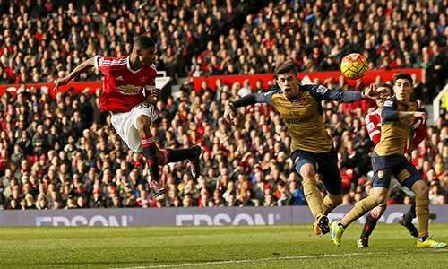 Pha đánh đầu nâng tỷ số lên 2-0 trong trận Man Utd thắng Arsenal 3-2 hôm 28/2 của Rashford