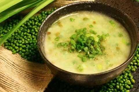 Cháo đậu xanh là một món ăn dinh dưỡng giúp giảm cân hiệu quả
