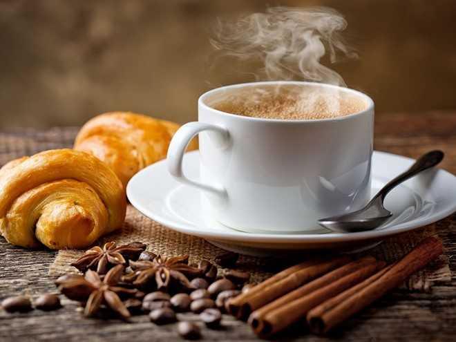 Cà phê không chỉ có tính axit, mà còn chứa caffeine nên có khả năng tạo thêm axit dạ dày. Vì vậy, cà phê cũng là loại thức uống không dành cho buổi tối. Ảnh: Eat24hours.
