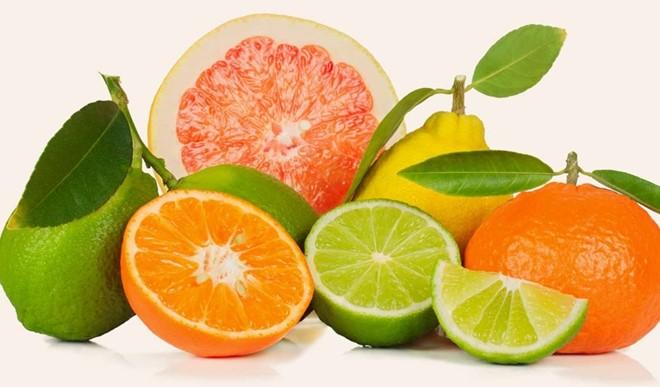 Trái cây họ cam quýt: Thực phẩm này cũng có tính axit cao. Một ly nước cam rất tốt cho sức khỏe, nhưng những người có vấn đề về dạ dày hoặc thực quản không nên ăn vào ban đêm. Ảnh: Stylecraze.