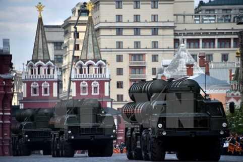 Hệ thống tên lửa phòng không S-400 trong cuộc duyệt binh tại Quảng trường Đỏ. (Nguồn: AFP/TTXVN)