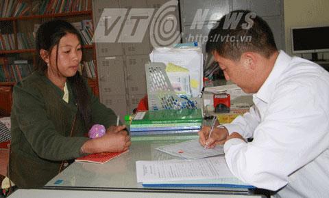 Phòng tư pháp xã Lóng Luông chỉ cấp giấy đăng ký kết hôn cho những người đủ tuổi