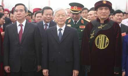 Tổng Bí thư Nguyễn Phú Trọng cùng ông Nguyễn Văn Bình - Ủy viên Bộ Chính trị, Trưởng ban Kinh tế Trung ương cùng các đồng chí lãnh đạo Đảng, Nhà nước đã về Đền Hùng dâng lễ, dâng hương