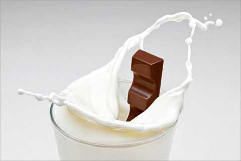 Cho sô cô la vào sữa có thể gây ra rụng tóc, làm tăng sỏi đường tiết niệu và một số bệnh khác