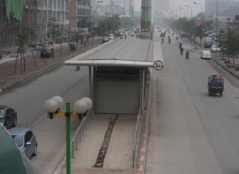 Hàng loạt nhà chờ xe buýt bị bỏ hoang,xuống cấp ở Hà Nội