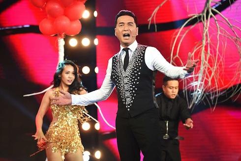 """Nguyễn Hưng được mệnh danh là """"Đôi chân vàng"""" của làng nhạc."""