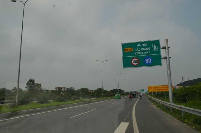 Biển báo tốc độ tối thiểu 60km/h trên tuyến cao tốc Hà Nội - Bắc Giang sẽ sớm được dỡ bỏ