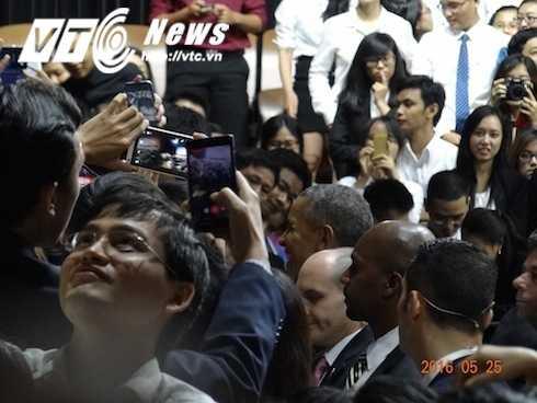 Những biểu cảm làm ngàn thủ lĩnh trẻ say mê của nhà 'siêu hùng biện' Obama