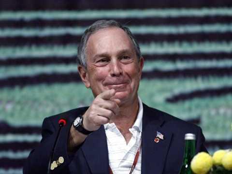 Michael Bloomberg -  trông xe. Cựu thị trưởng của thành phố New York từng phải trông xe ở một bãi đỗ xe để có tiền trang trải học phí đại học