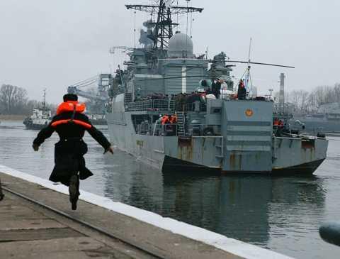 Tàu tuần tra  Neustrashimyi  Hạm đội Baltic sau chuyến đi dài