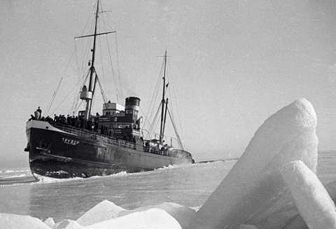Tàu phá băngTruvor Hạm đội Baltic ở Bắc Cực