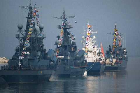 Tàu Hạm đội Baltic tham gia cuộc diễn tập hải quân nhân ngày Hải quân ở Baltiysk