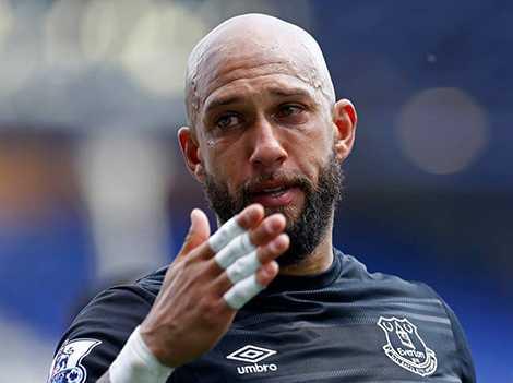 Tim Howard cũng bật khóc trong ngày chia tay Everton