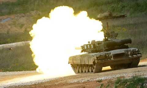 T-80 được trang bị pháo chính 2A46 125mm kết hợp bộ nạp đạn tự động cho tốc độ bắn nhanh 6-8 viên/phút.