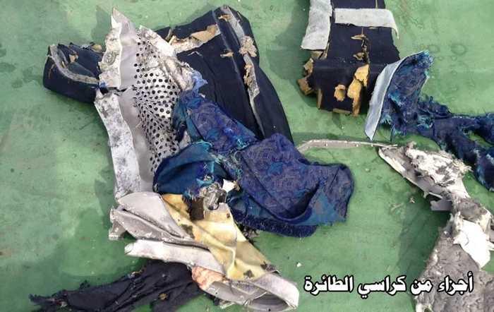Mảnh vỡ kèm quần áo được tìm thấy ở khu vực máy bay biến mất