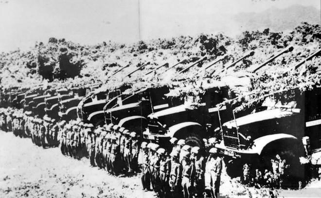 Bộ đội pháo binh trước giờ xuất kích.