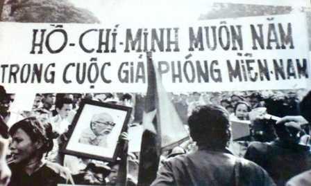 Người dân Sài Gòn đổ ra đường vui mừng chiến thắng