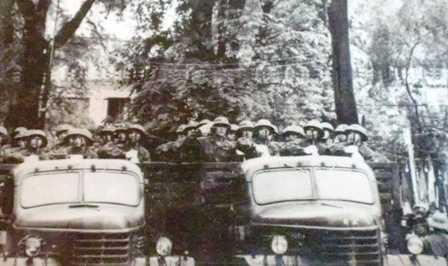 Quân ta duyệt binh ngày chiến thắng