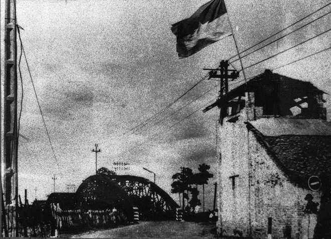 Đồng chí Nguyễn Đức Thọ nổ phát súng B40 đầu tiên khai màn tấn công chiếm 2 đầu cầu Rạch Chiếc