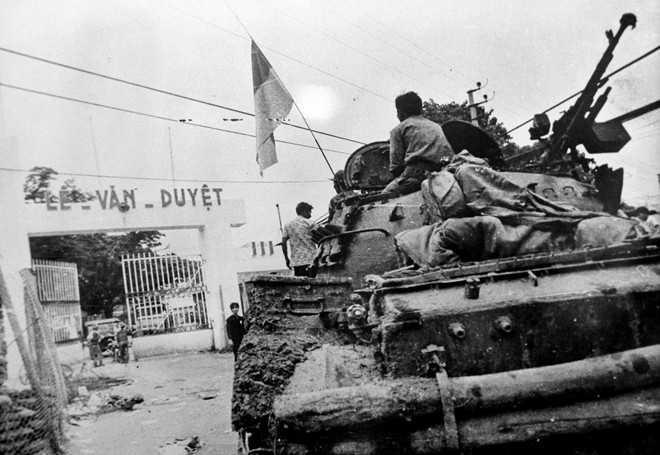 Đánh chiếm trụ sở Biệt khu thủ đô Sài Gòn.