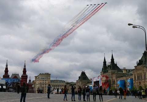 Su-27 và MiG-29 sải cánh Thánh đường Saint Basil
