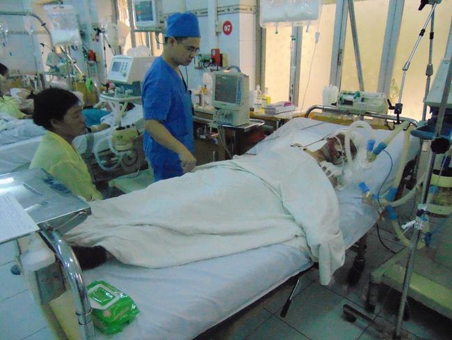 Sau hơn 1 tháng điều trị mặc dù đã có chuyển biến tích cực song chị Lệ vẫn chưa thể tỉnh lại.