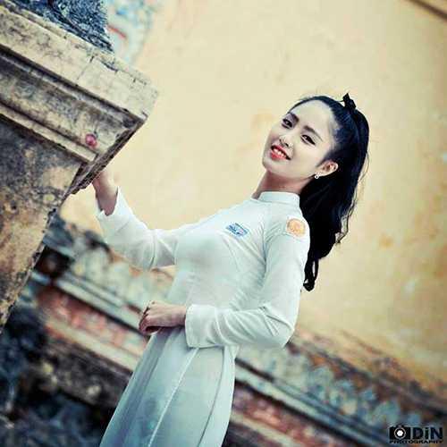 Nữ sinh xứ Huế xinh đẹp, mê hát dân ca