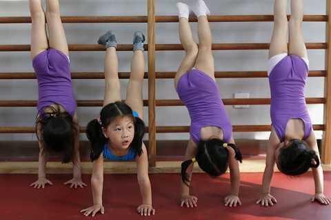 Vận động viên nhí Trung Quốc đổi máu và nước mắt lấy'vàng'