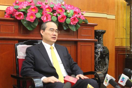 Chủ tịch Uỷ ban Trung ương MTTQ Việt Nam Nguyễn Thiện Nhân trả lời báo chí sáng 17-5-ảnh: Văn Duẩn.