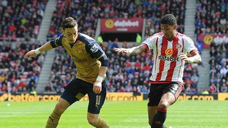 Mesut Ozil tạo ra 5 cơ hội trong trận gặp Sunderland