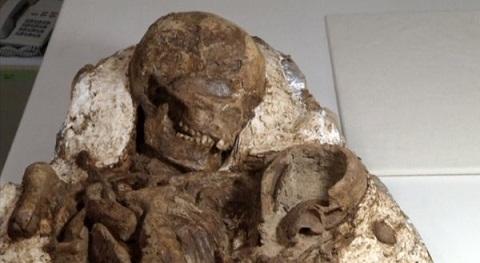 Các nhà khảo cổ đã tìm thấy một bộ xương trong tư thế mẹ bồng con ở miền trung Đài Loan. Ảnh Huffingtonpost