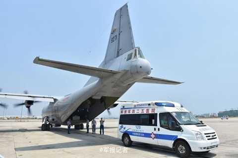 Trung Quốc ngụy biện việc đáp máy bay xuống Chữ Thập nhằm phục vụ mục đích nhân đạo. Ảnh: 81.cn